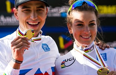 Pauline Ferrand-Prevot y Nino Schurter se llevaron la camisetas arcoíris en la élite XCO
