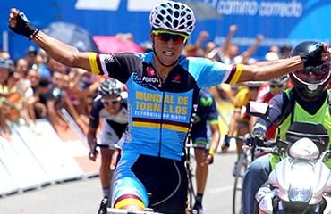 Alejandro Serna le dio al equipo una brillante victoria en la etapa de La Línea de la Vuelta a Colombia 2015