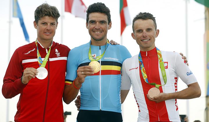 El podio con Van Avermaet oro, Fuglsang plata y Majka bronce