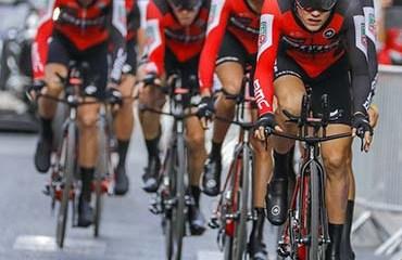 Dennis llevó a la victoria a su equipo BMC y es el primer líder de la Vuelta a España 201