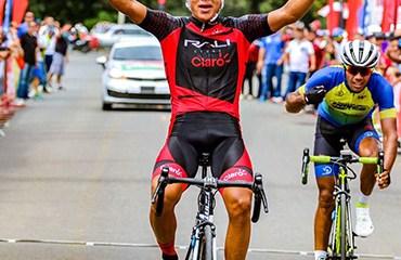 Carlos Zamudio se hizo con la victoria y el liderato de la ronda canalera