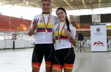 Carolina Vargas sumó hoy su tercera de oro y Julián Orozco la cuarta dorada (Foto FCC)