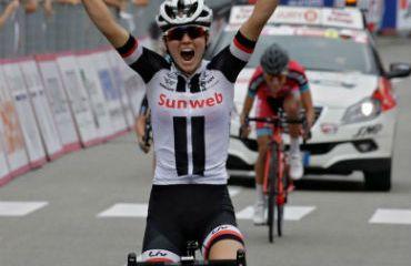 La estadounidense Ruth Winder, coronó la fuga y ganó quinta etapa de Giro Rosa