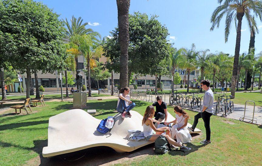ayudar a sus estudiantes más afectados por la crisis de la COVID-19