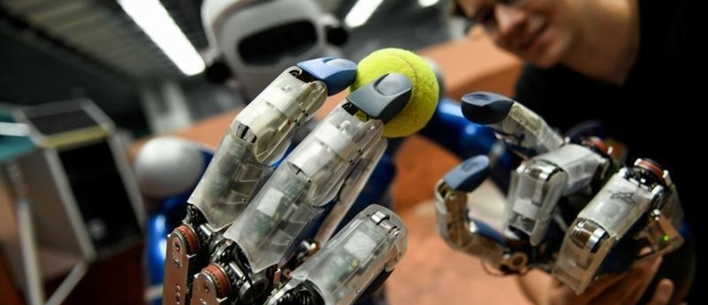 robótica social e inteligencia artificial de la mano