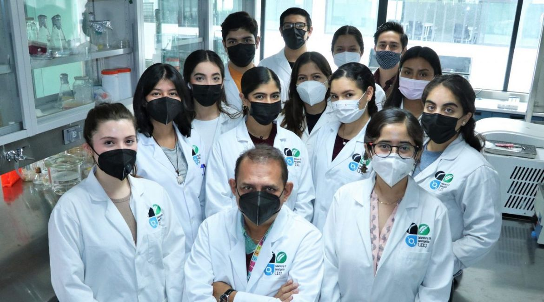 El Dr Beltran y los jovenes investigadores