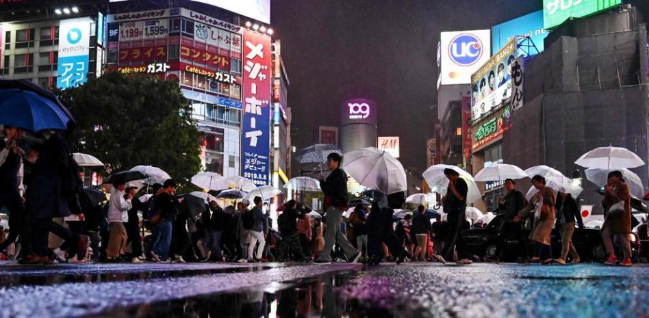 Peatones en una calle centrica de Tokyo Japon AFP