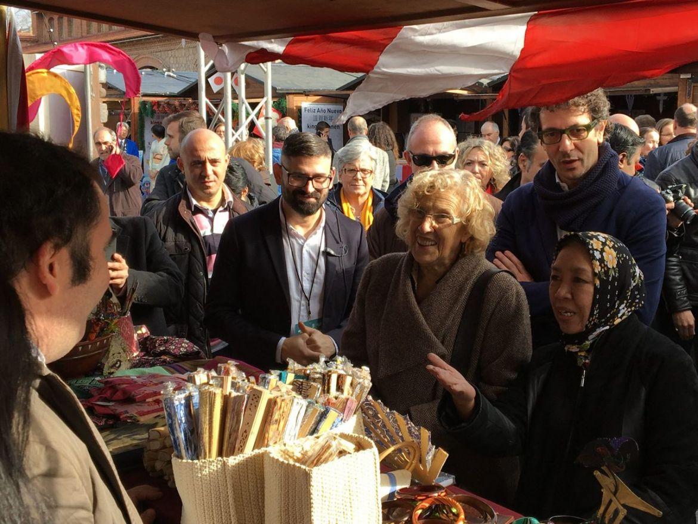 la navideña feria de las culturas aúna religiones e ideologías en madrid