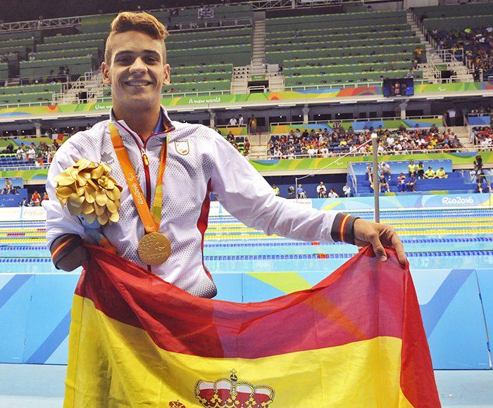Oscar Salguero medalla de oro en la prueba de 100m braza Masculino categoria SB8