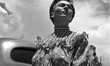 frida kahlo en madrid, fotografías de leo matiz en la casa azul