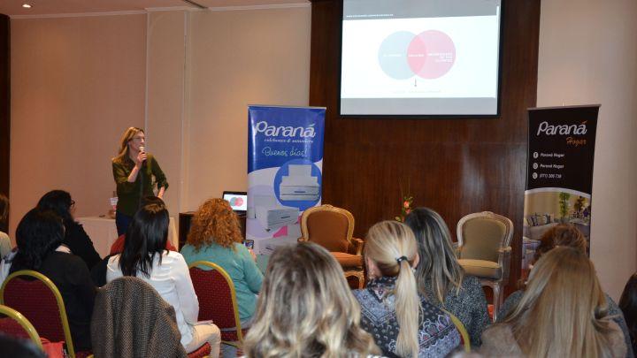 Mujeres emprendedoras aprenden sobre «Marcas con Alma»