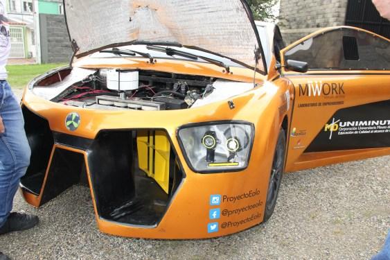 El Eolo está equipado con una turbina en el frente que corta y aprovecha el viento; de ahí el nombre dado al vehículo. Este sistema hace que la carga eléctrica almacenada en las baterías aumente y rinda un 10 % adicional.