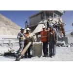 Trabajadores fabrican herramienta de limpieza para tolva de Chancadora Lixiviable
