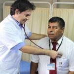 Los trabajadores de la salud requieren medidas de seguridad ante riesgos infecciosos