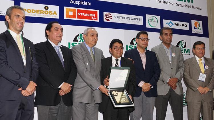 Placa de reconocimiento para Empresa Administradora Cerro Acumulación Cerro