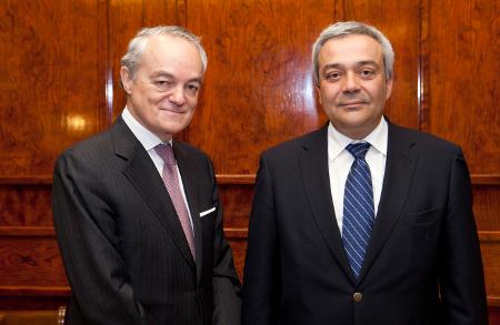 José Manuel de Riva, presidente de AMETIC (izq.), con Víctor Calvo-Sotelo