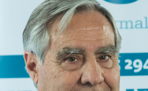 Carlos Esteban reelegido presidente de UNE