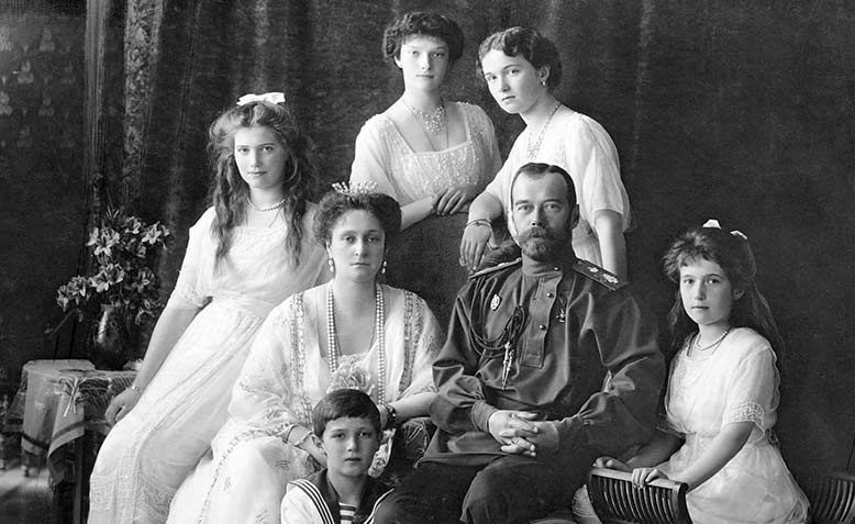 https://i1.wp.com/www.revolution-1917.org/wp-content/uploads/2017/01/tsar-nicholas-family.jpg