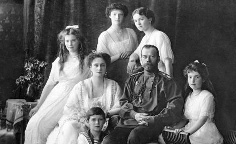 https://i1.wp.com/www.revolution-1917.org/wp-content/uploads/2017/01/tsar-nicholas-family.jpg?resize=470%2C287