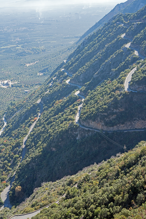 The vertiginous road that winds up the eastern flank of the Taygetos to Anavryti.