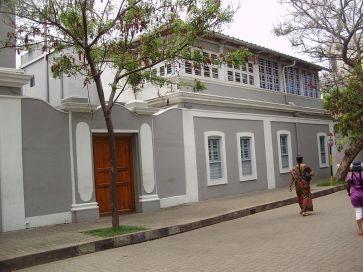 Sri Aurobindo quitte le guest house pour s'installer au 9, rue de la marine, bâtiment actuel de l'ashram