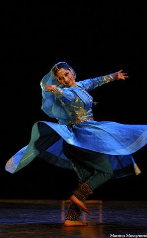 """Danseuse hindoue pour spectacle """"Religion de l'amour"""""""