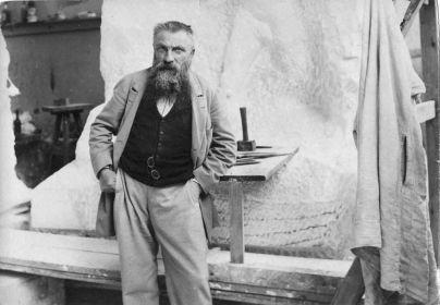 Auguste Rodin dans son atelier