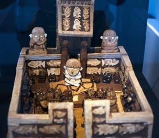 On a découvert dans les dernières décennies des tombes intactes de grands personnages, comme le Seigneur de Sipan, la Dame de Cao, le Seigneur d'Ucupe, et la Dame de Chornancap.