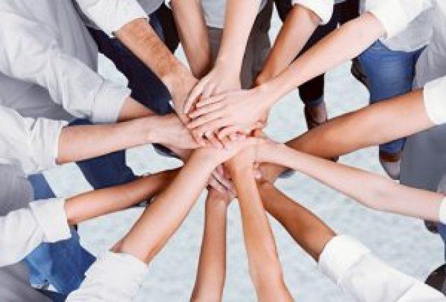 Le groupe, que ce soit une armée, une entreprise ou autre est soudé par une fraternité profonde