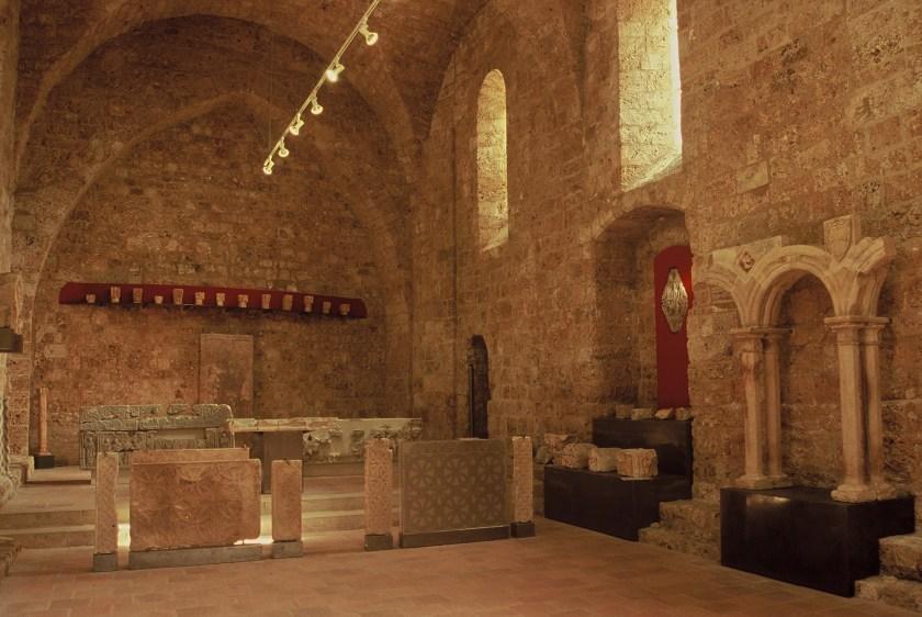Fig. 4 : Évocation des installations liturgiques préromanes de l'abbatiale © Daniel Kuentz