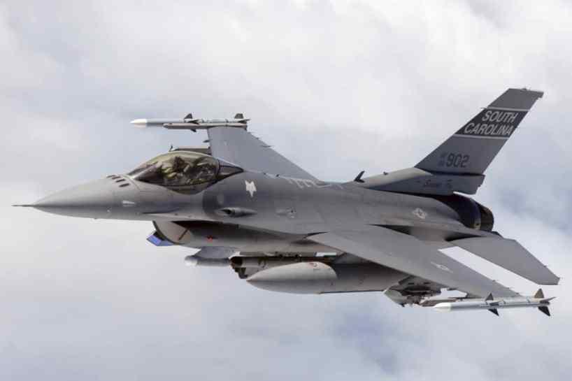 La puissance aérienne face au droit international :  les enseignements de l'après-guerre froide
