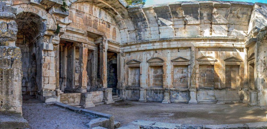 Entre histoire et mémoire : la place du passé