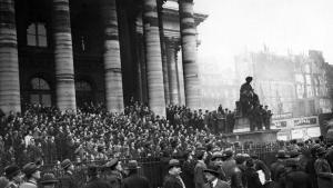 Manifestations sur les marches de la Bourse à Paris, 6 février 1934