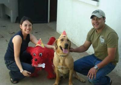 Milo y su familia celebran su cumpleaños.