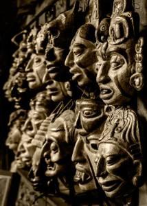 Posición/Position: Mención honorífica / Honorable mention Tema/theme: Mercados de Guatemala / Markets in Guatemala Título/title: Miradas del pasado  Lugar/place: Mercado de Chichicastenango, Quiché Autor/author: Camilo Sarti Canals