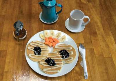 Macadamia pancakes with macadamia butter and fresh blueberry jam