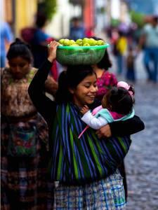 Posición/Position: Mención honorífica / Honorable mention Tema/theme: Los Mayas / The Maya Título/title: Una sonrisa para mi felicidad Lugar/place: La Antigua Guatemala Autor/author: Julio Hurtado Lobos