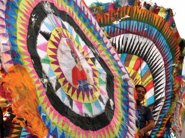 Giant kites of Santiago Sacatepéquez (image by photos.rudy giron.com)