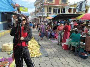 Filmmaker Lisa Russell on location for ¡PODER! in the the central market of Concepción Chiquirichapa. (Lorena Gómez-Barris, Agali Staff)