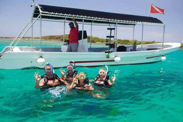 Four guys snorkelling on the reef of Roatan