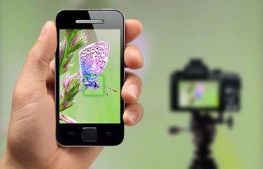 WiFi intégré: Déclenchez depuis votre smartphone, géolocalisez et partagez vos photos.