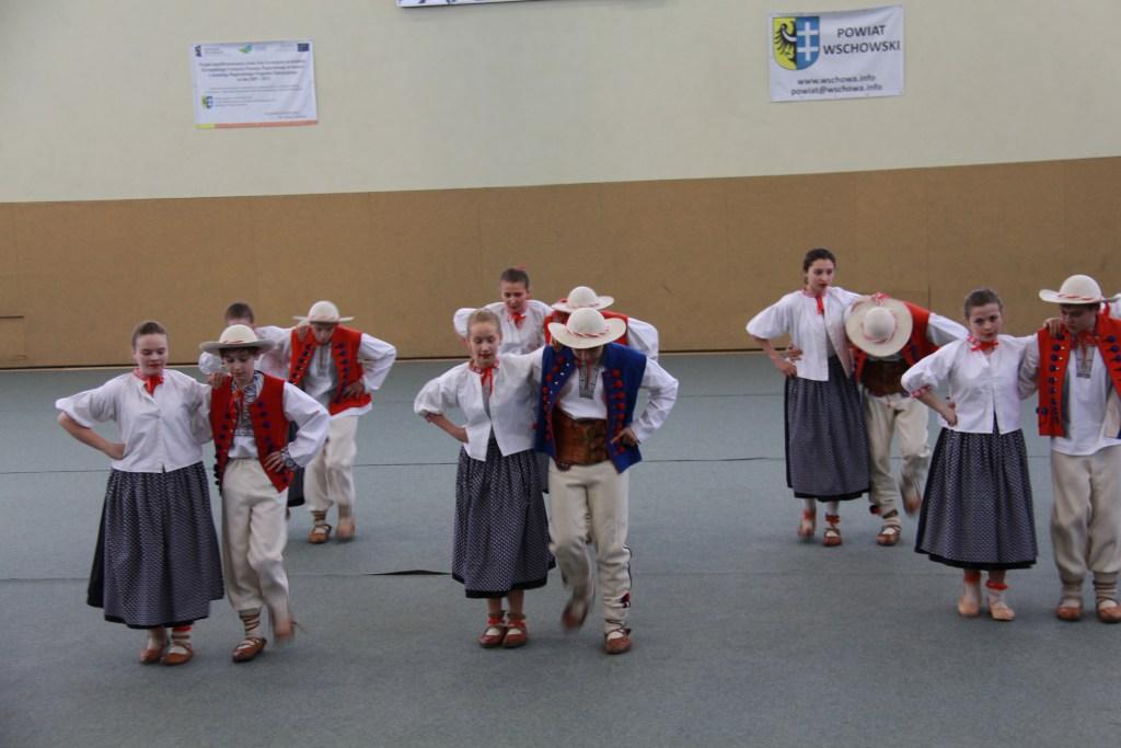 12 Students dancing traditional dances