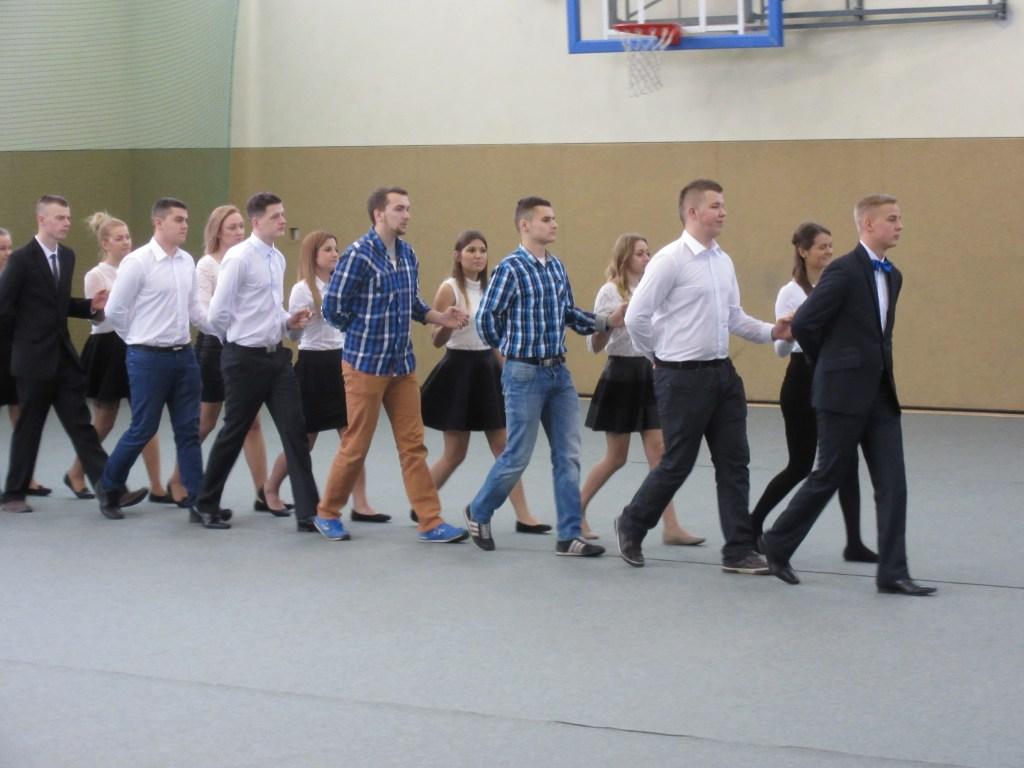 7 Students dancing polonaise