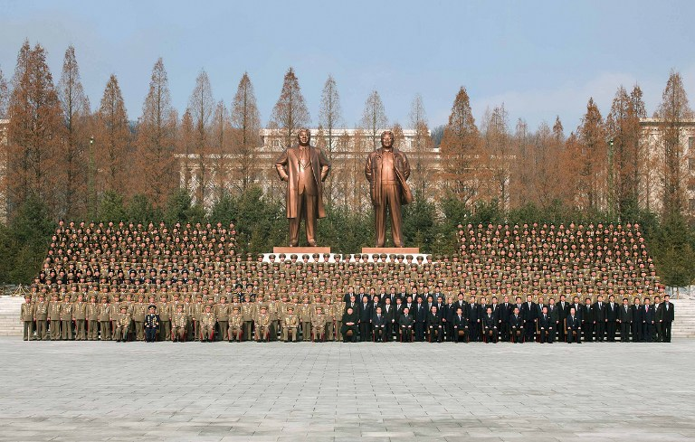 https://i1.wp.com/www.rfa.org/english/commentaries/kim-03052013180926.html/korea-kim-statues-feb-2013.jpg