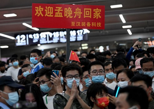 Supporters wait for the arrival of Huawei executive Meng Wanzhou at the Bao'an International Airport in Shenzhen, Sept. 25, 2021. Credit: AFP