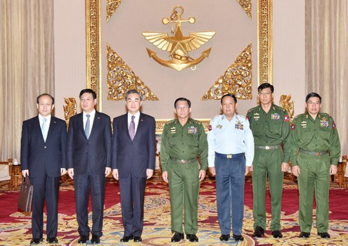 Myanmar Military Chief Senior General Min Aung Hlaing (C) and Chinese Foreign Minister Wang Yi (3-L) during a meeting at the military headquarters in Naypyidaw,  April 6, 2016 .