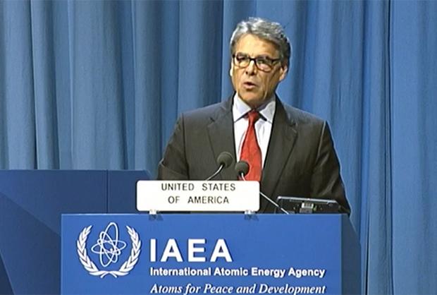 16일 개막된 IAEA총회에서 개막식 발언하는 미국 릭 페리 에너지 장관.