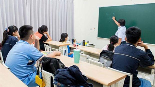 """教师补课被举报开除  告密学生:""""虽受益匪浅,最后一网打尽"""""""