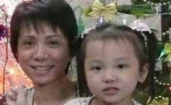 Bà Lê Thị Kiều Oanh, vợ giáo sư Phạm Minh Hoàng cùng con gái. Photo courtesy of TudoPhamMinhHoang Blog.