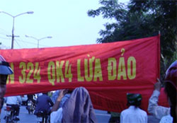 Vinh-protest-03052010-250.jpg